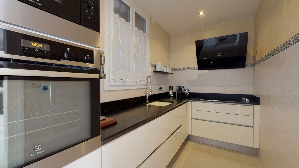 Appartement à vendre 2 68m2 à Nice vignette-6