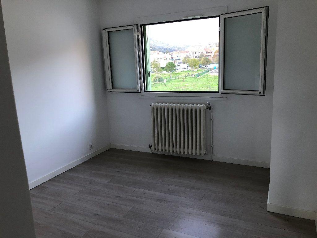 Appartement à louer 3 57.54m2 à Contes vignette-3