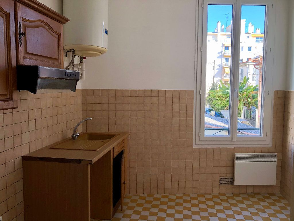 Appartement à louer 2 37.94m2 à Nice vignette-1