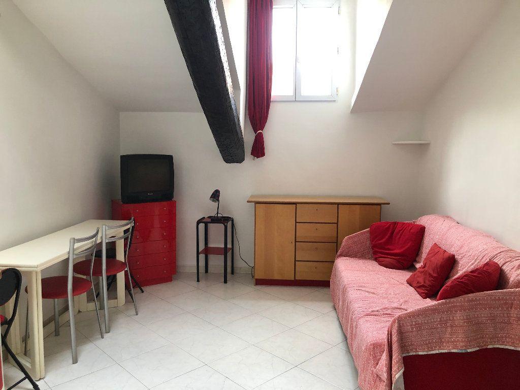 Appartement à louer 2 25.7m2 à Nice vignette-1