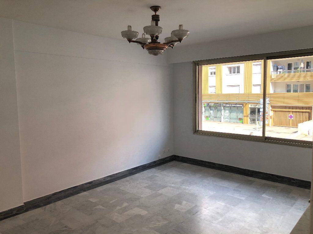 Appartement à louer 3 61.8m2 à Cagnes-sur-Mer vignette-2