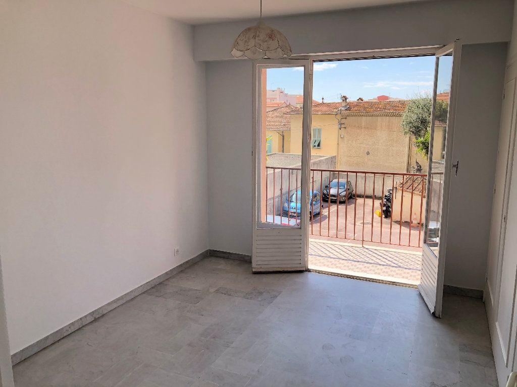 Appartement à louer 3 61.8m2 à Cagnes-sur-Mer vignette-3
