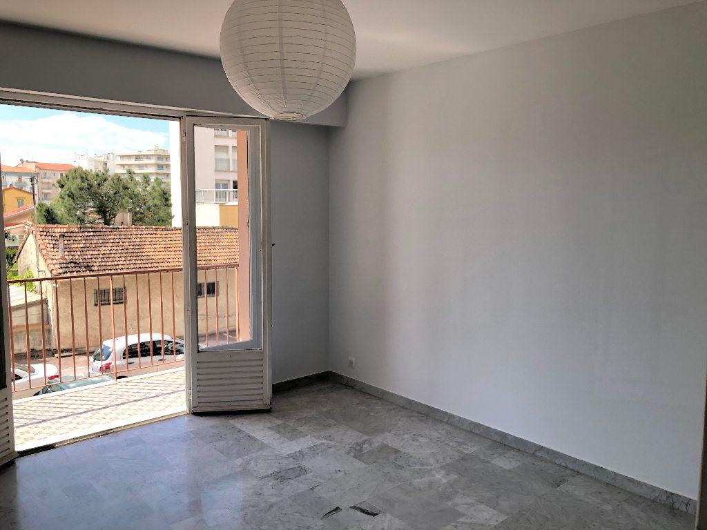 Appartement à louer 3 61.8m2 à Cagnes-sur-Mer vignette-4