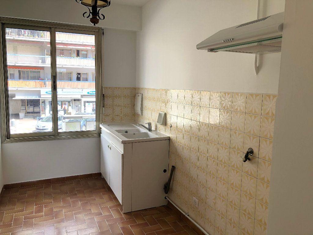 Appartement à louer 3 61.8m2 à Cagnes-sur-Mer vignette-5