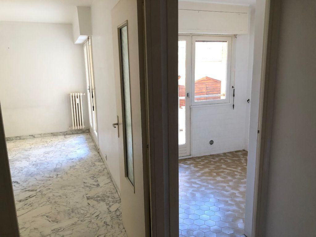 Appartement à louer 2 38m2 à Nice vignette-1