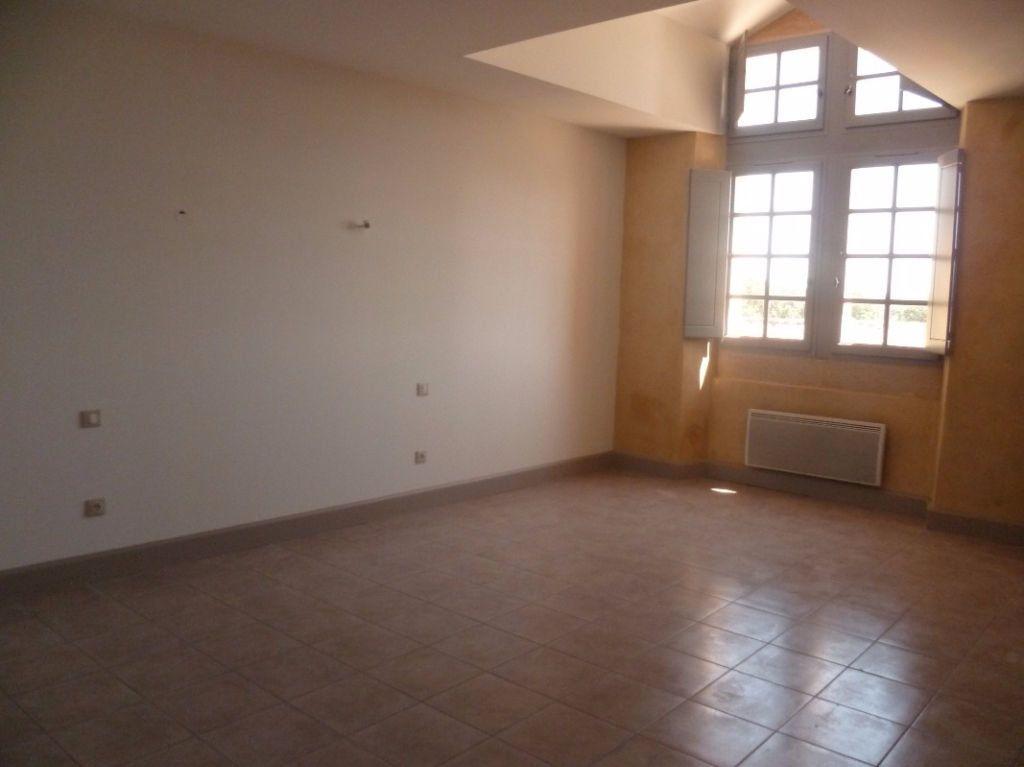 Appartement à louer 2 57m2 à Remoulins vignette-4