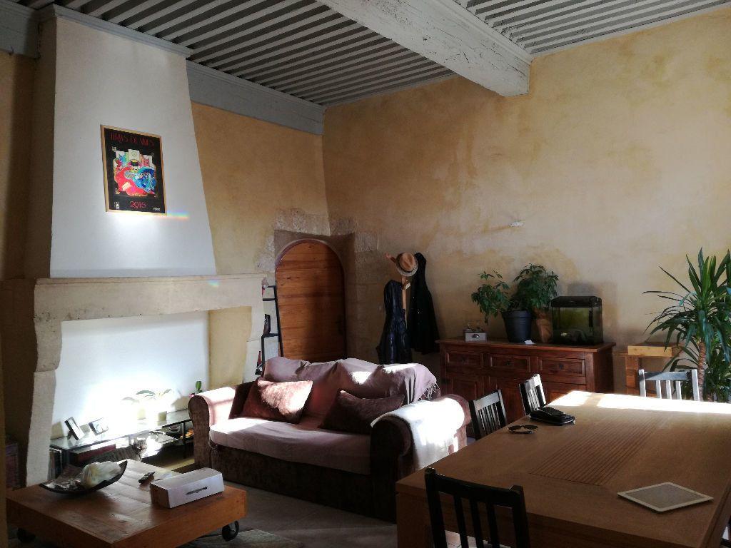 Appartement à louer 3 83m2 à Remoulins vignette-1