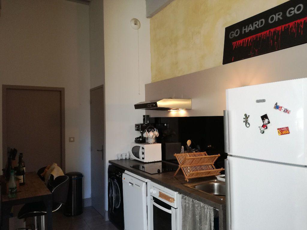 Appartement à louer 3 83m2 à Remoulins vignette-5