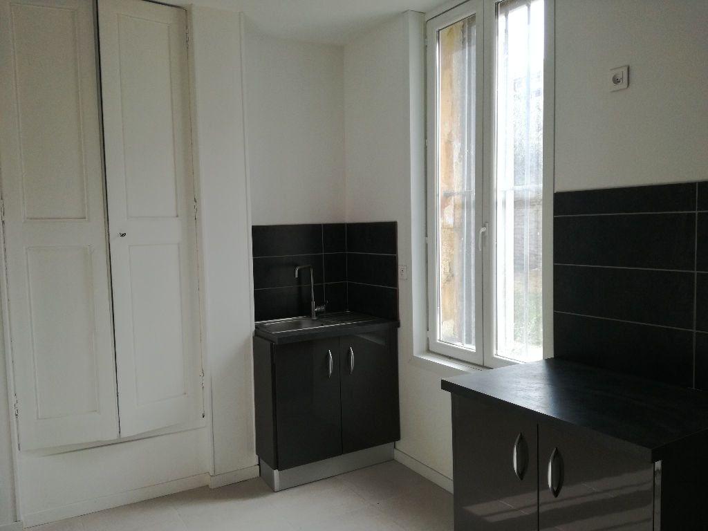 Appartement à louer 2 33m2 à Remoulins vignette-1