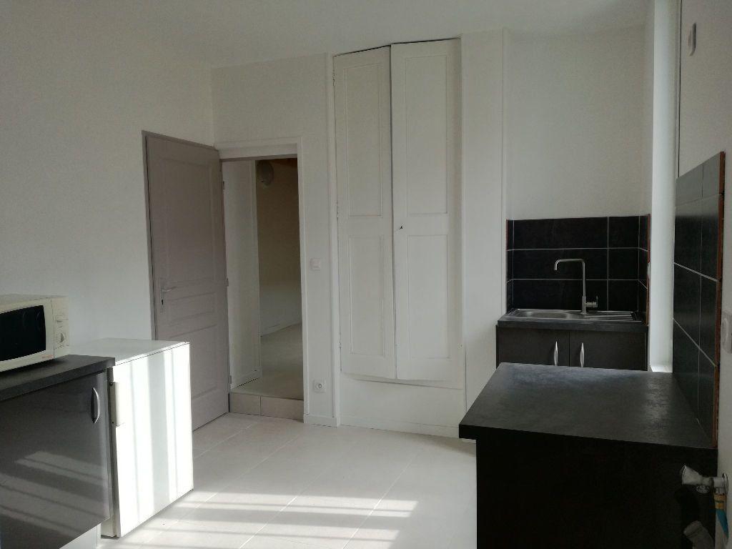 Appartement à louer 2 33m2 à Remoulins vignette-6