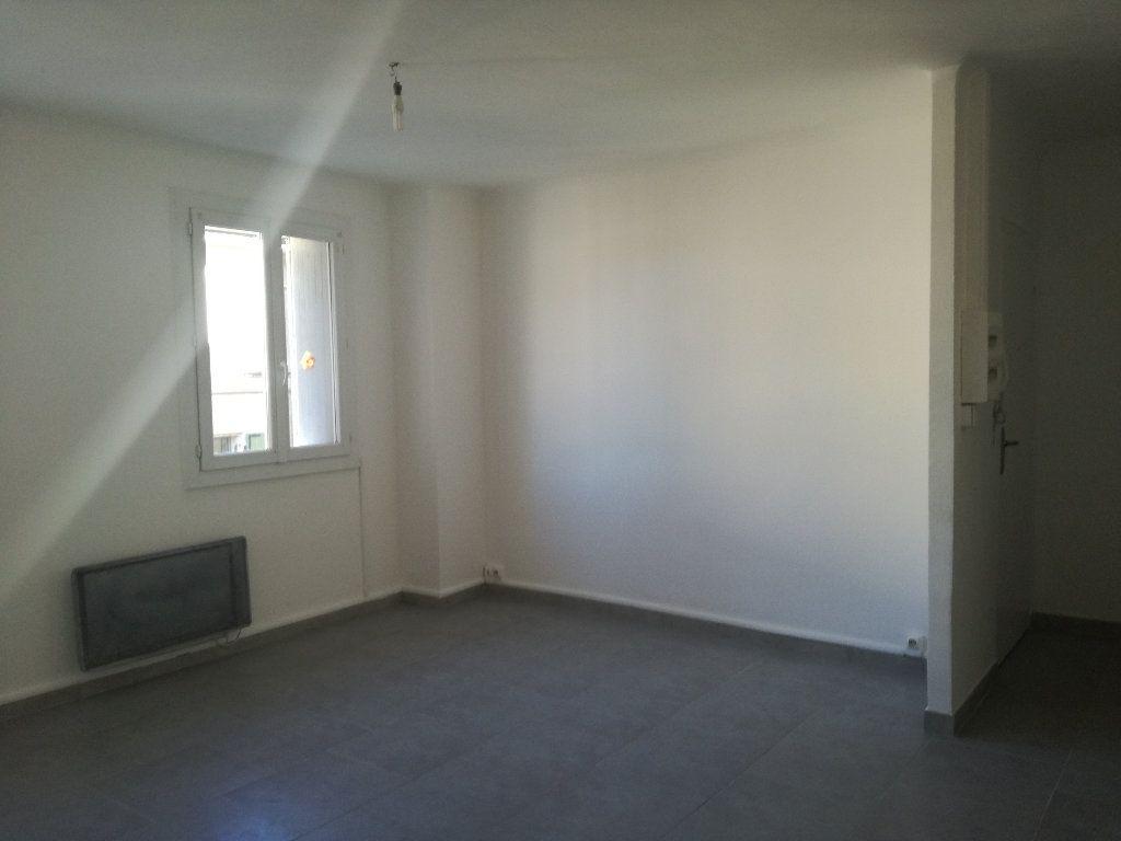 Appartement à louer 3 54m2 à Remoulins vignette-4