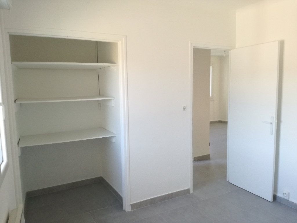 Appartement à louer 3 54m2 à Remoulins vignette-5