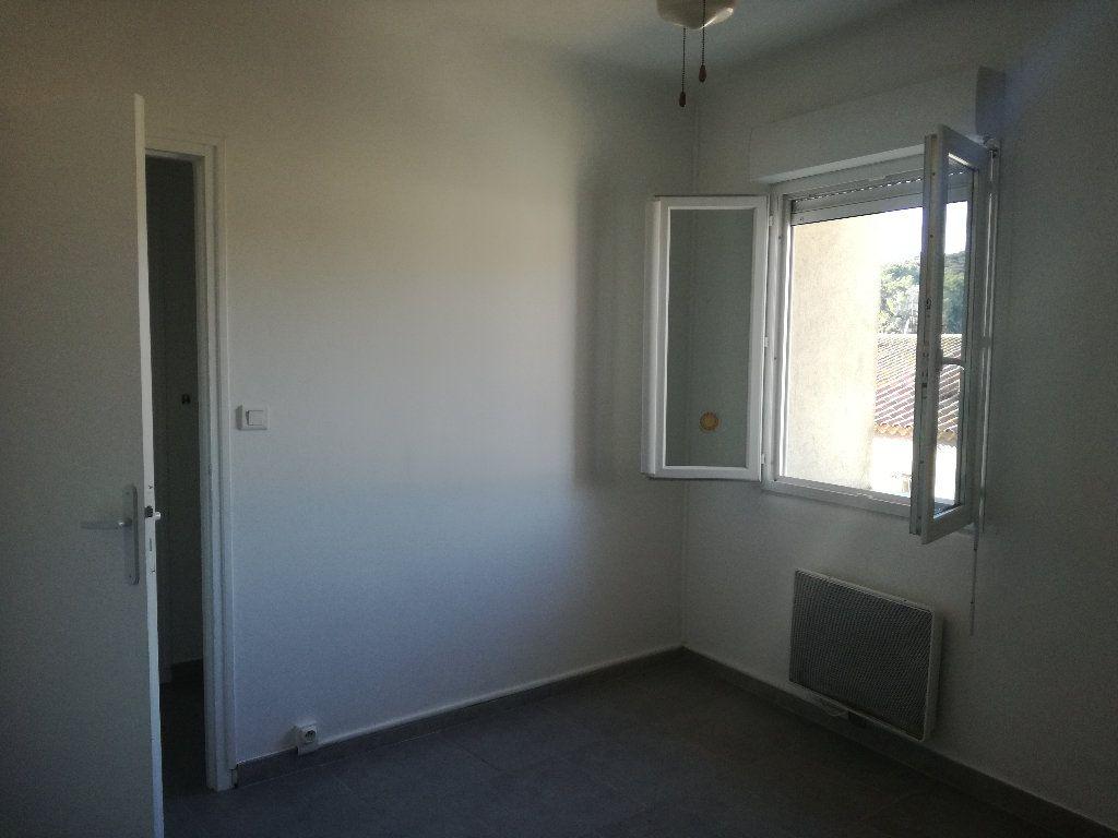 Appartement à louer 3 54m2 à Remoulins vignette-6