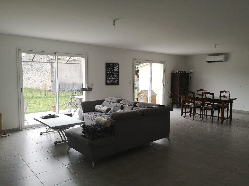 Maison à louer 4 110m2 à Saint-Hilaire-d'Ozilhan vignette-4