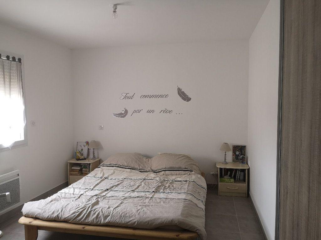 Maison à louer 4 110m2 à Saint-Hilaire-d'Ozilhan vignette-5