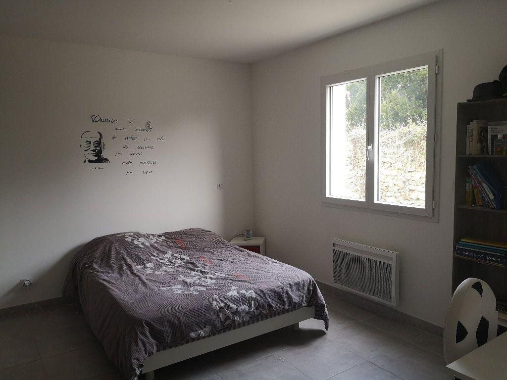 Maison à louer 4 110m2 à Saint-Hilaire-d'Ozilhan vignette-6