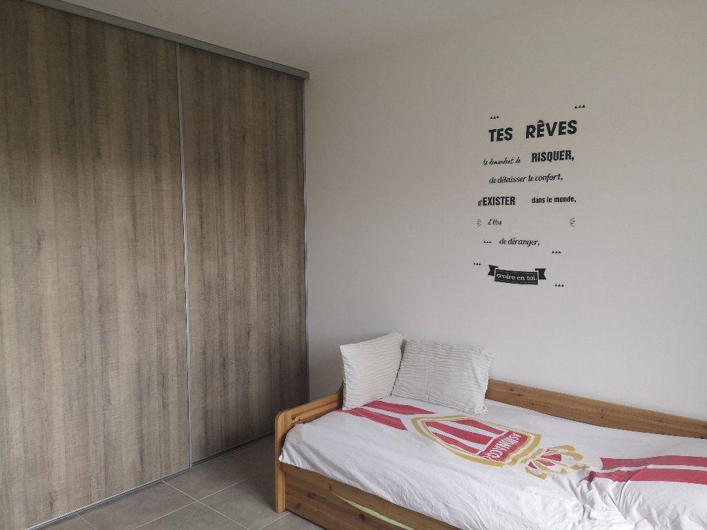 Maison à louer 4 110m2 à Saint-Hilaire-d'Ozilhan vignette-7