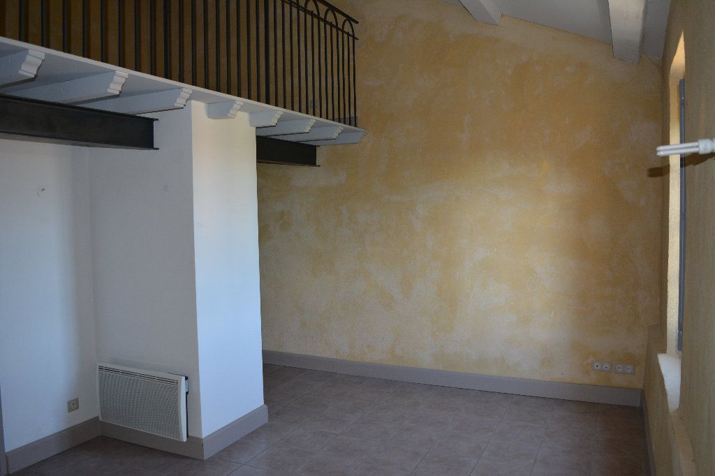 Appartement à louer 2 33.94m2 à Remoulins vignette-1