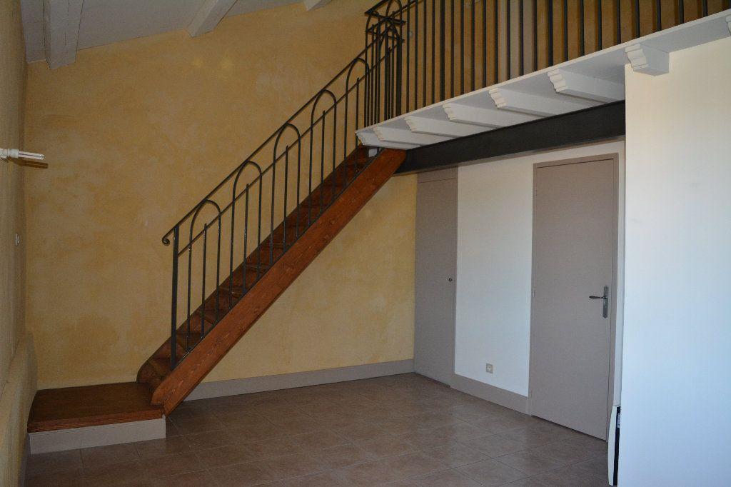 Appartement à louer 2 33.94m2 à Remoulins vignette-2
