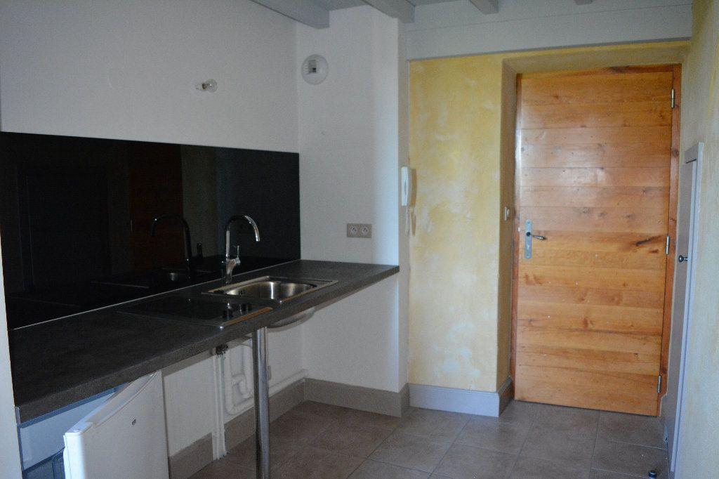 Appartement à louer 2 33.94m2 à Remoulins vignette-3