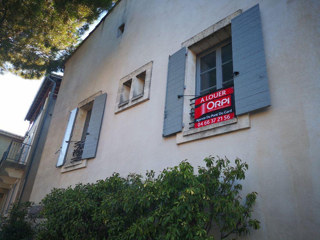 Appartement à louer 3 50m2 à Uzès vignette-2