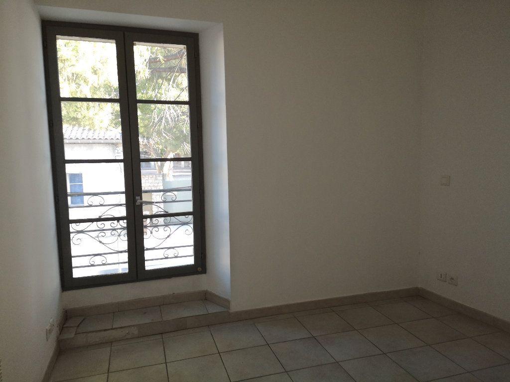 Appartement à louer 3 50m2 à Uzès vignette-3