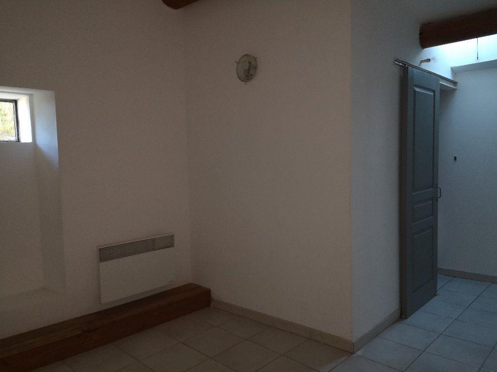 Appartement à louer 3 50m2 à Uzès vignette-5