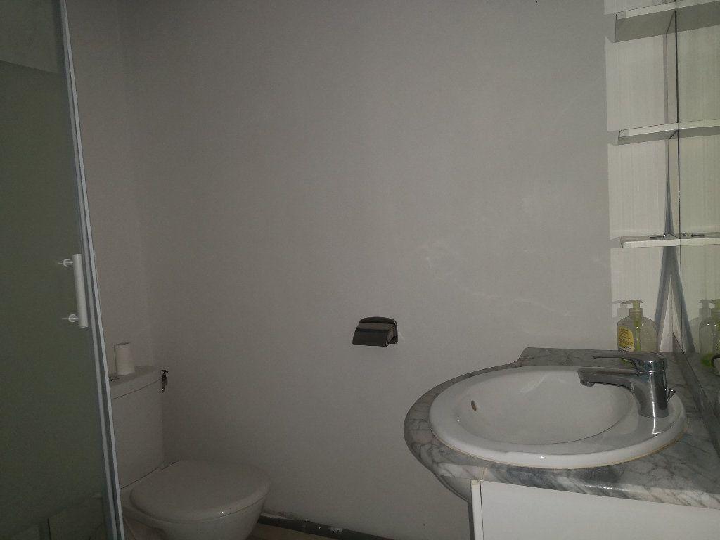 Appartement à louer 3 50m2 à Uzès vignette-6