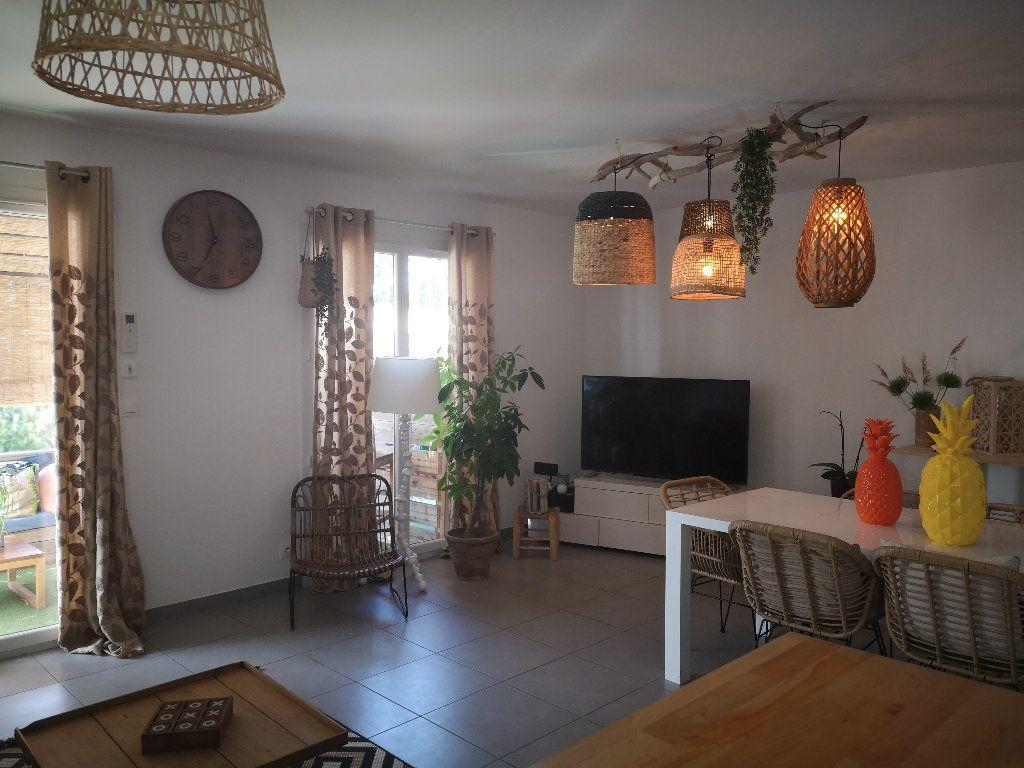 Maison à louer 4 100m2 à Saint-Hilaire-d'Ozilhan vignette-7