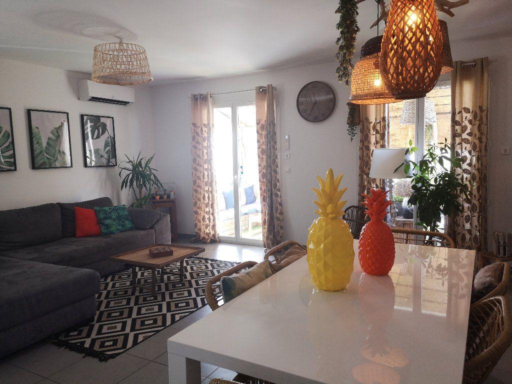 Maison à louer 4 100m2 à Saint-Hilaire-d'Ozilhan vignette-8
