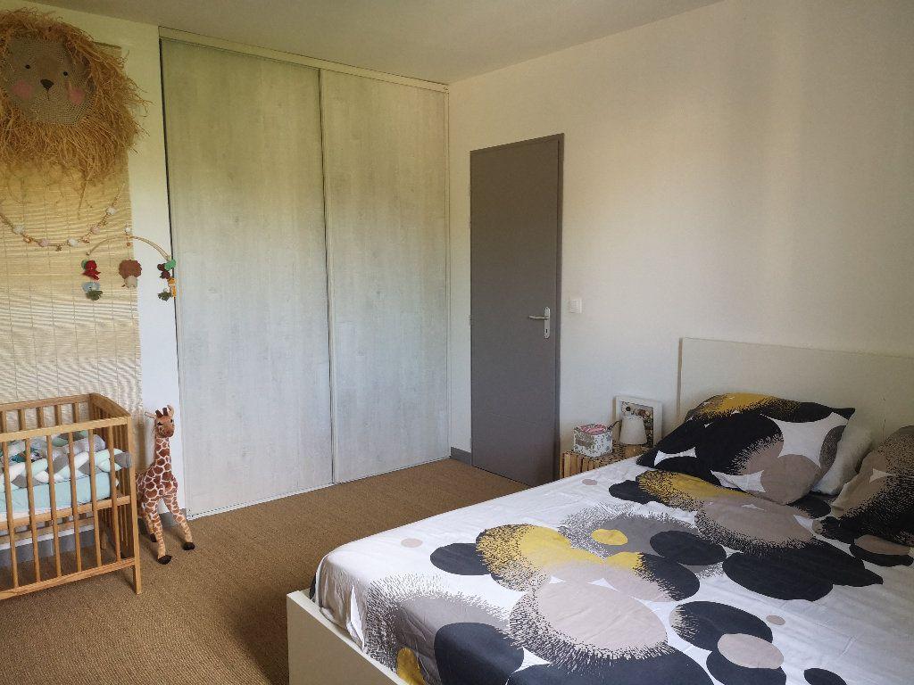 Maison à louer 4 100m2 à Saint-Hilaire-d'Ozilhan vignette-12