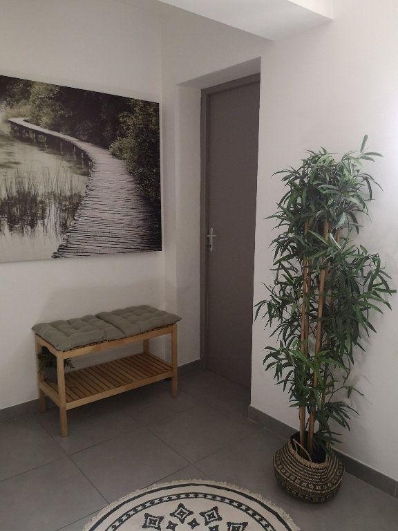Maison à louer 4 100m2 à Saint-Hilaire-d'Ozilhan vignette-16