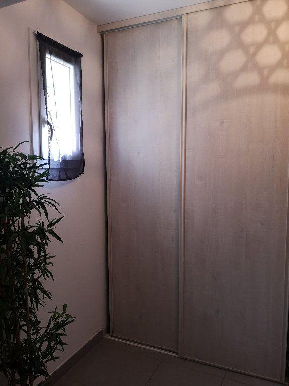 Maison à louer 4 100m2 à Saint-Hilaire-d'Ozilhan vignette-17