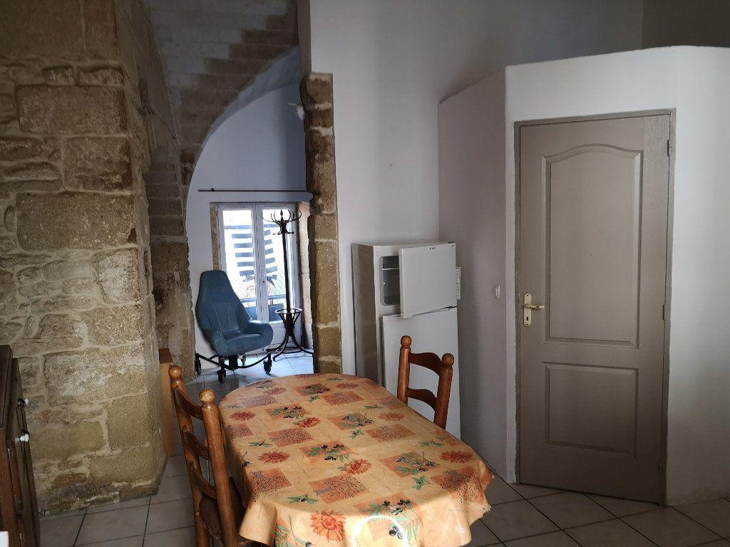 Appartement à louer 1 30m2 à Remoulins vignette-3