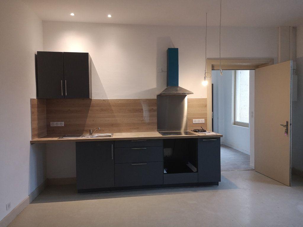 Appartement à louer 4 97m2 à Vers-Pont-du-Gard vignette-1