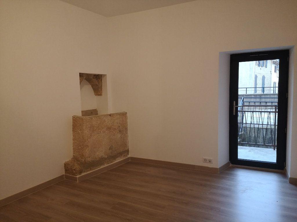 Appartement à louer 4 97m2 à Vers-Pont-du-Gard vignette-4