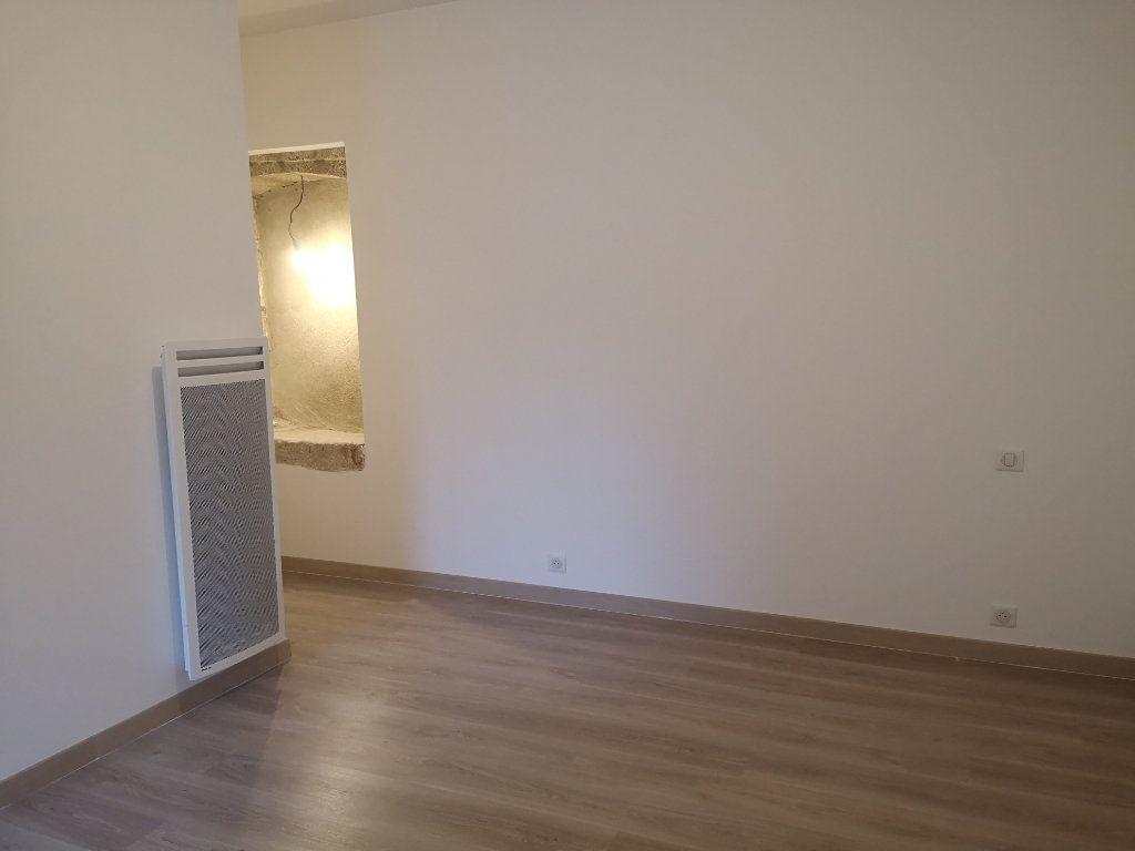 Appartement à louer 4 97m2 à Vers-Pont-du-Gard vignette-5