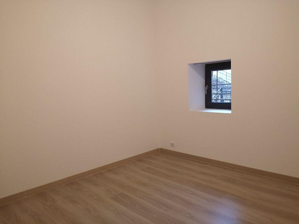 Appartement à louer 4 97m2 à Vers-Pont-du-Gard vignette-7