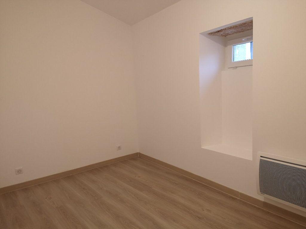 Appartement à louer 4 97m2 à Vers-Pont-du-Gard vignette-8