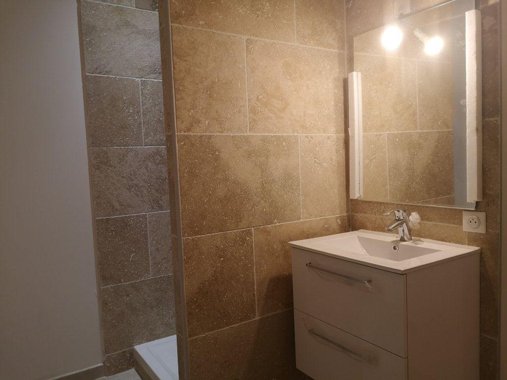 Appartement à louer 4 97m2 à Vers-Pont-du-Gard vignette-9