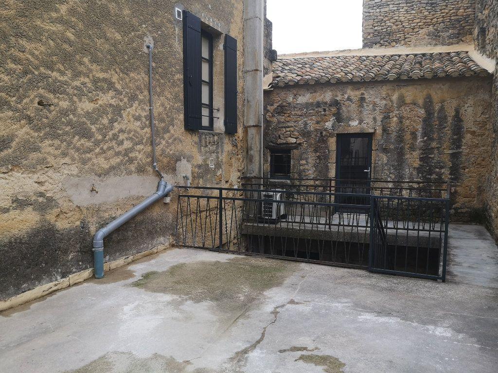 Appartement à louer 4 97m2 à Vers-Pont-du-Gard vignette-12