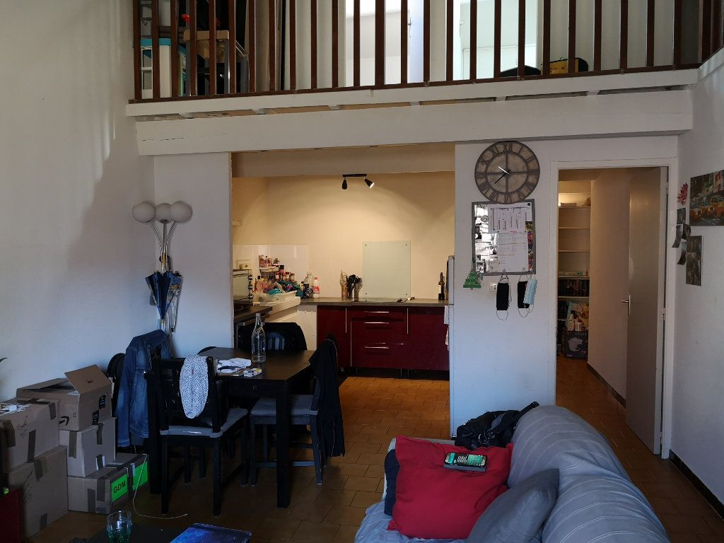 Appartement à louer 4 83m2 à Remoulins vignette-1