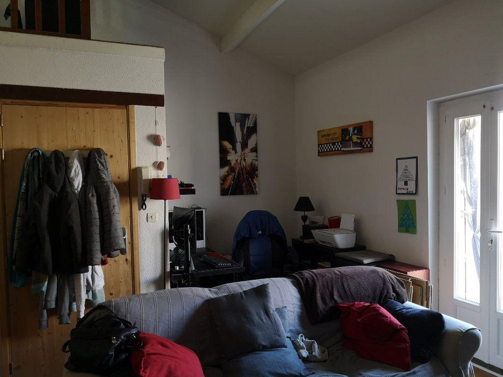 Appartement à louer 4 83m2 à Remoulins vignette-2