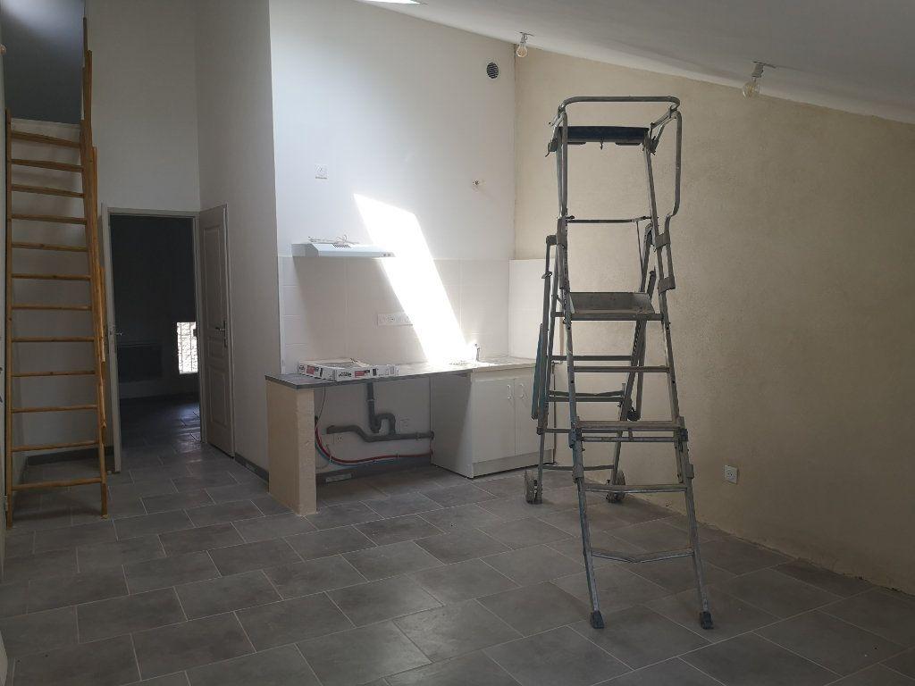 Appartement à louer 3 47m2 à Meynes vignette-1