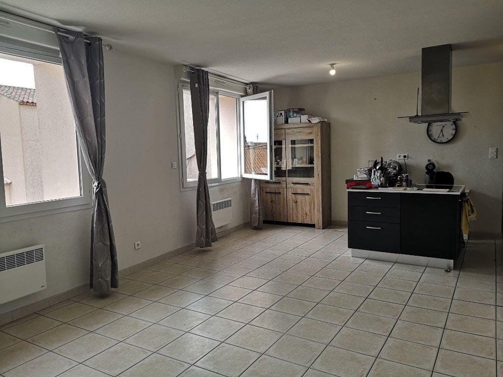 Appartement à louer 3 70m2 à Cabrières vignette-1