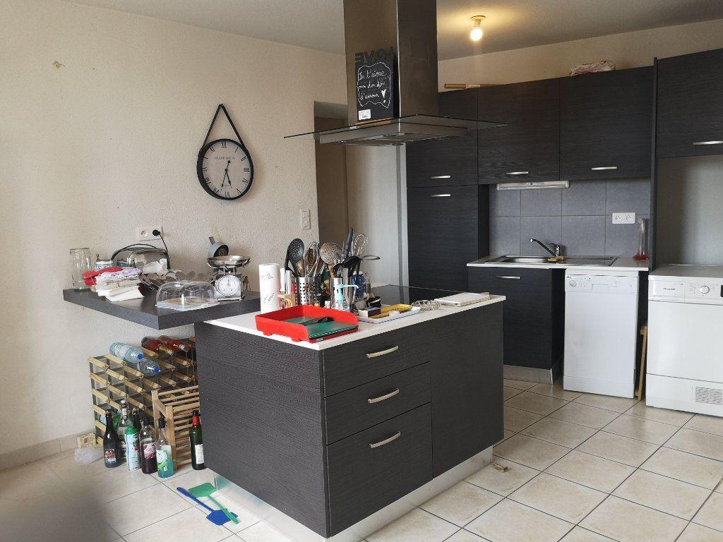 Appartement à louer 3 70m2 à Cabrières vignette-2