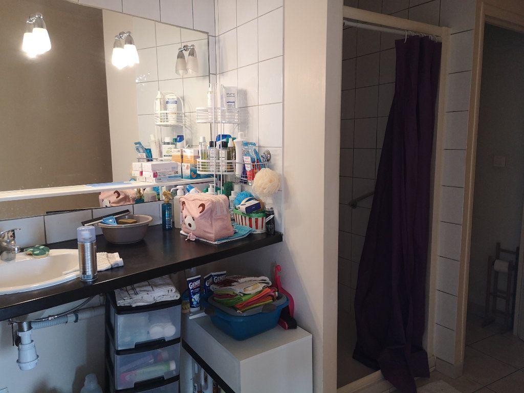 Appartement à louer 3 70m2 à Cabrières vignette-3