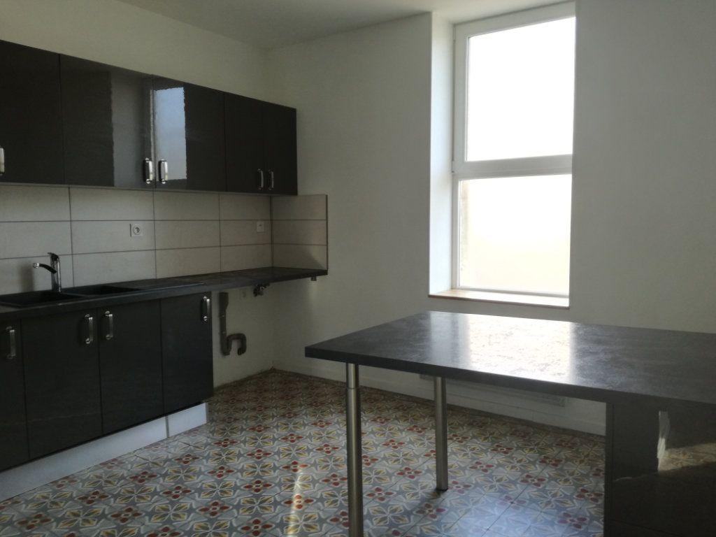 Appartement à louer 4 74.4m2 à Remoulins vignette-1