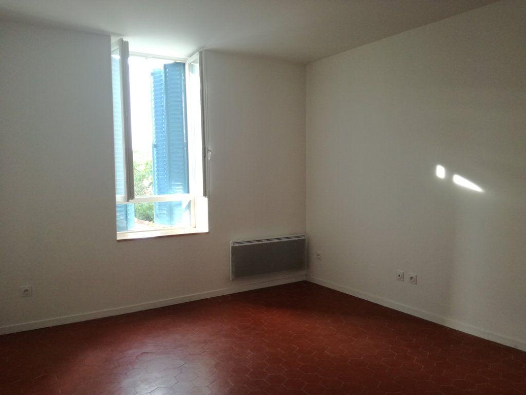Appartement à louer 4 74.4m2 à Remoulins vignette-2