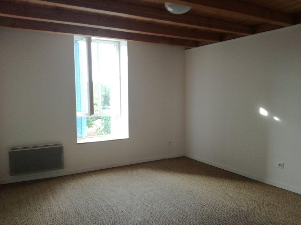 Appartement à louer 4 74.4m2 à Remoulins vignette-3